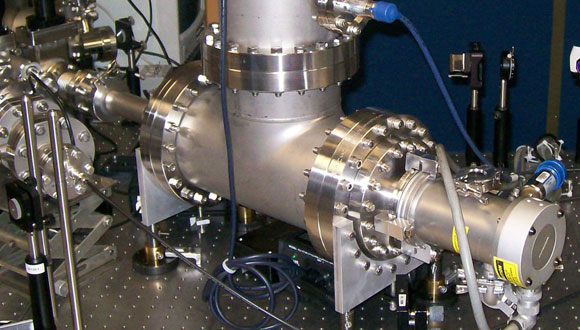 An ultra-fast amplifier with a low noise for measuring electrical discharges